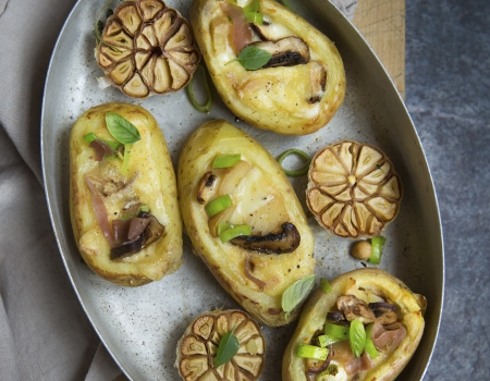 Potatoes stuffed with Raclette cheese